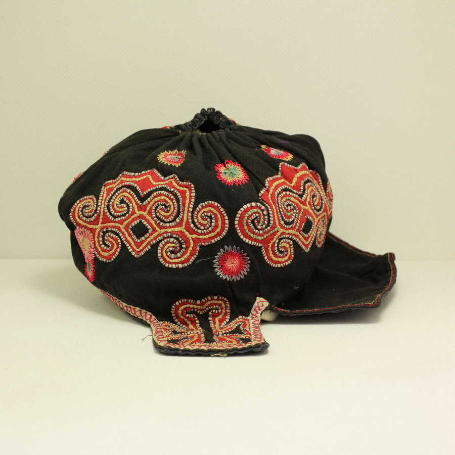 Vintage Chinese Tribal Yi Embroidered Baby Hat H5001 - Click Image to Close
