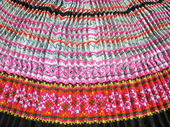 VINTAGE CHINESE MIAO PLEATED APRON SKIRT S7063 - Click Image to Close