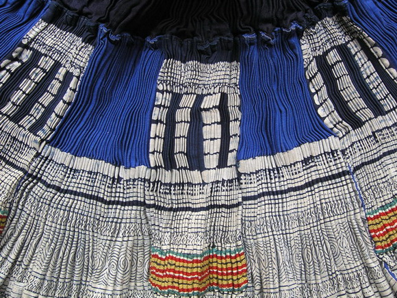 VINTAGE CHINESE MIAO PLEATED APRON SKIRT S6060