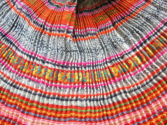 VINTAGE CHINESE MIAO PLEATED APRON SKIRT S7066